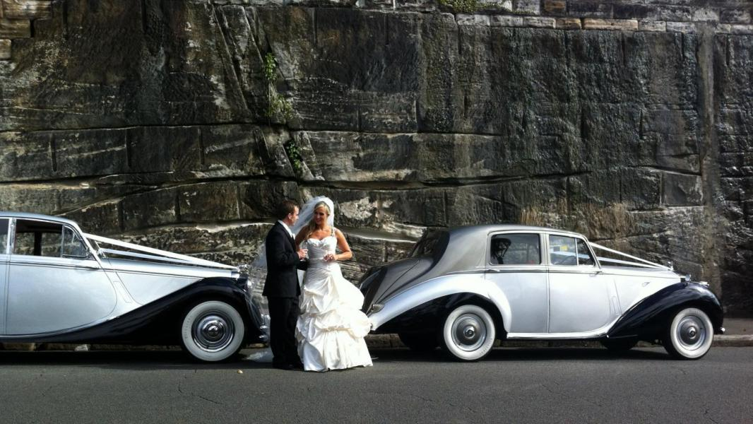 Georgeous Bride and groom in the heart of the Rocks.